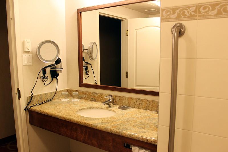 Hotel Marriott Quebec Centre-Ville - Bathroom
