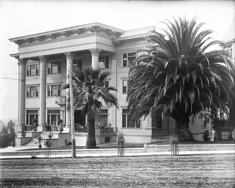 Exterior of the Westmore Hotel, Seventh Street and Francisco Street, Los Angeles, 1910