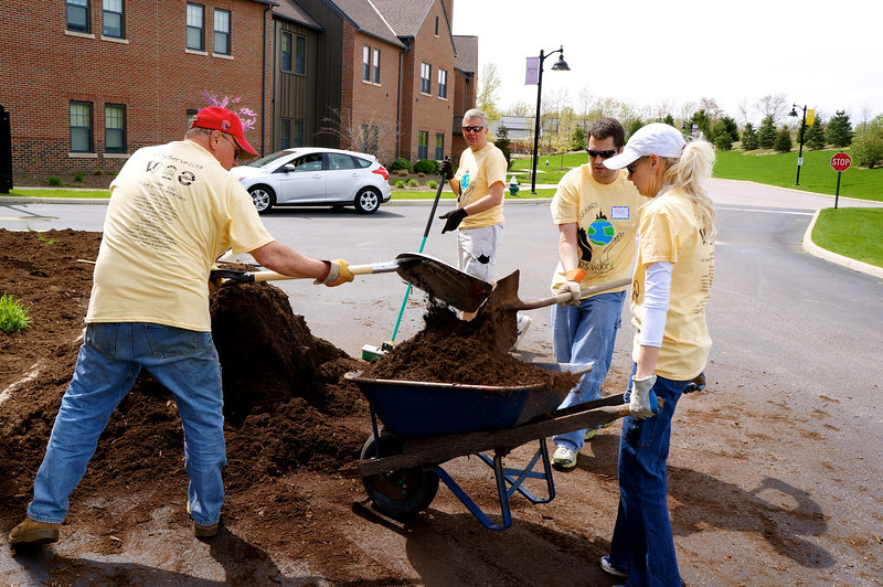 CitySERVE 2013  - Location: Concord Reserve    500+ volunteers launched from Lutheran West High School to serve at 40 Cleveland area shelters, urban churches, schools, and social agencies.     CitySERVE is a partnership between Building Hope in the City and Lutheran West High School.