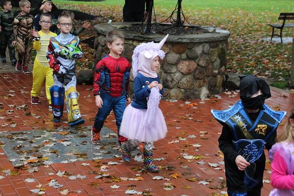 '18 Park Elementary Halloween Parade Fun!