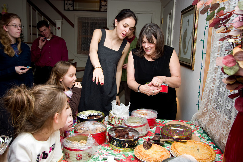 Erin and Mom putting the cookies out.