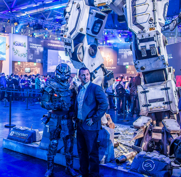 Near Titanfall robot at Gamescom 2013