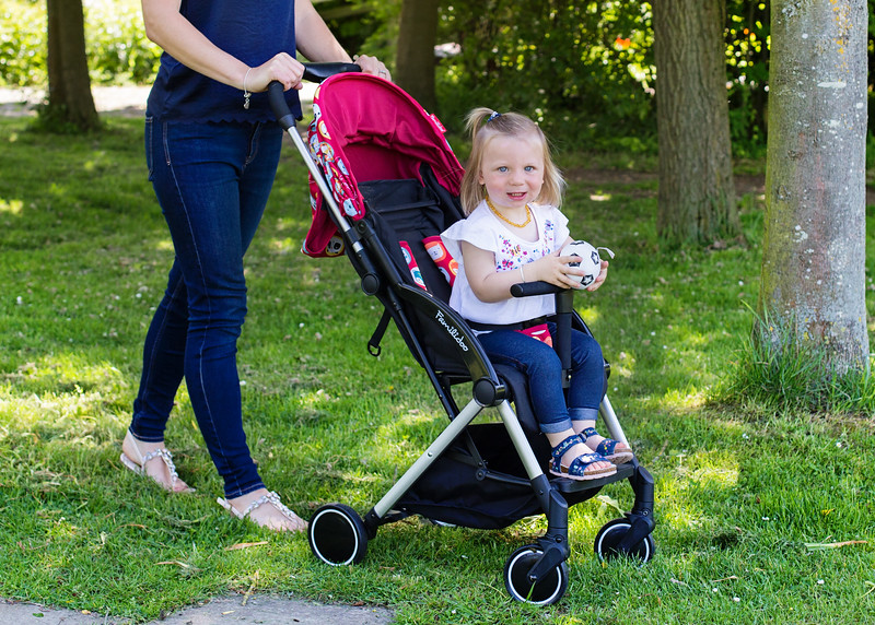 Familidoo_Air_Lifestyle_Pink_Rabbit_Girl_In_Pushchair.jpg