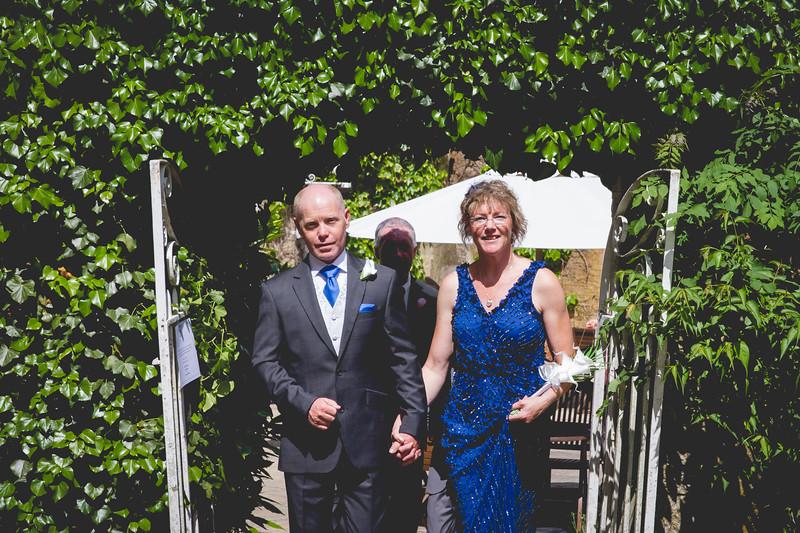 Mr and Mrs -193.jpg
