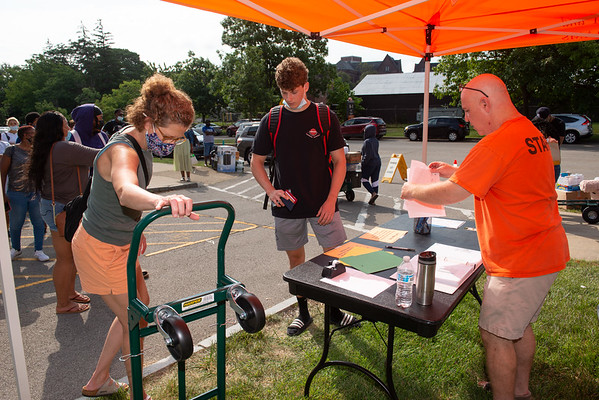 BSCene: Students Moving Into Residence Halls