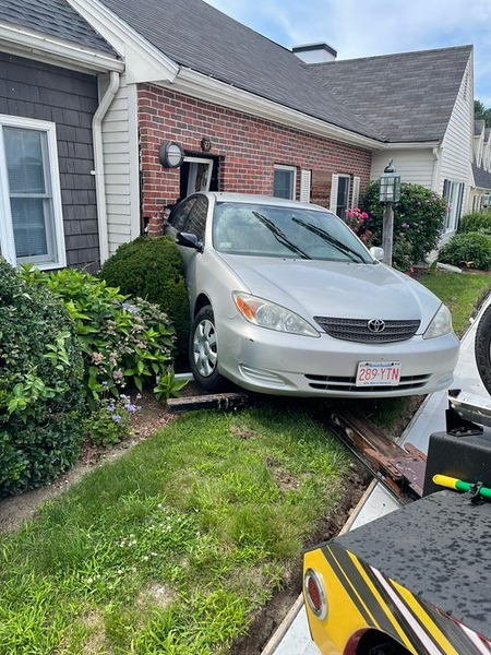 Car slams into doctor's office on Village Square in Chelmsford