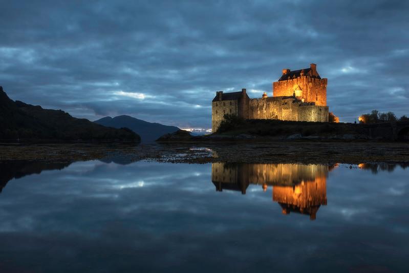 Scotland Eilean Donan Castle Blue hour reflection light lit evening sunset.jpg