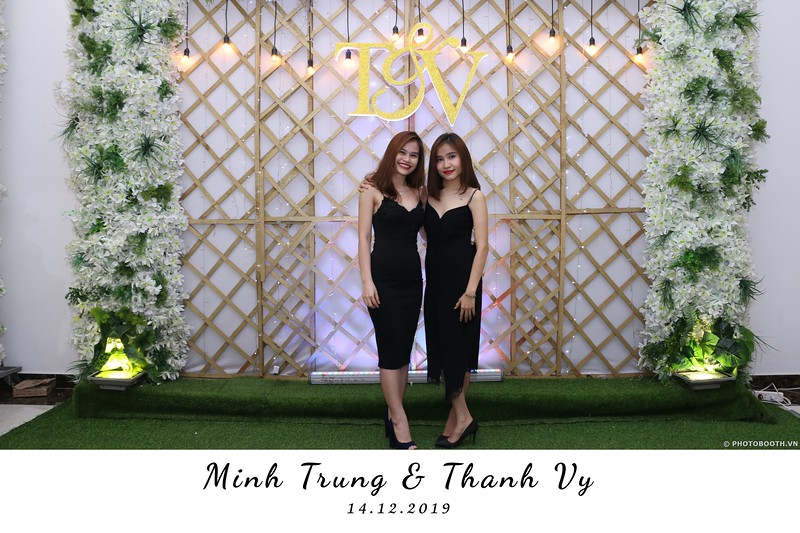 Trung-Vy-wedding-instant-print-photo-booth-Chup-anh-in-hinh-lay-lien-Tiec-cuoi-WefieBox-Photobooth-Vietnam-110.jpg