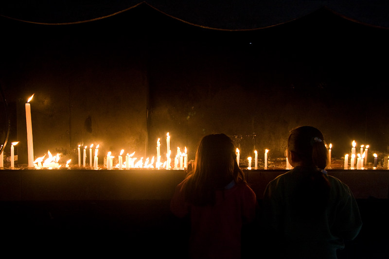 children-lighting-candles_4888210197_o.jpg