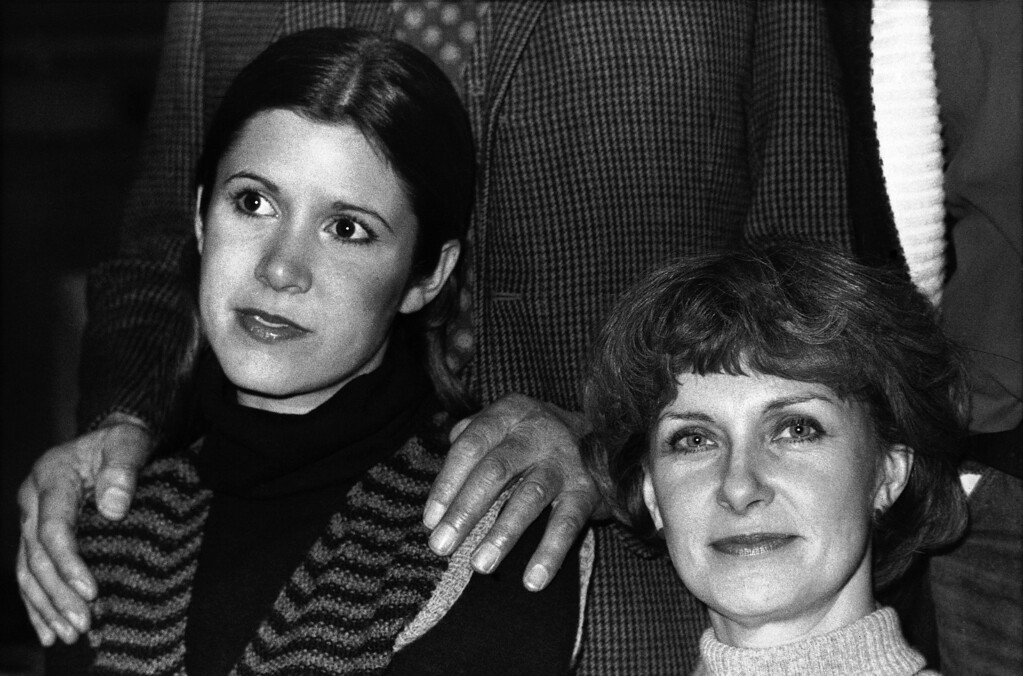 . Actress Joanne Woodward (right) and Carrie Fisher, 20, the daughter of Debbie Reynolds and singer Eddie Fisher in London on Jan. 13, 1977 during rehearsals for Laurence Olivier?s production for Granada TV of ?Come Back, Little Sheba? by William Inge.   It is the fourth play in an on-going series produced by Laurence Olivier for the British TV network, ?The Best Play of the Year 19--.? (AP Photo)