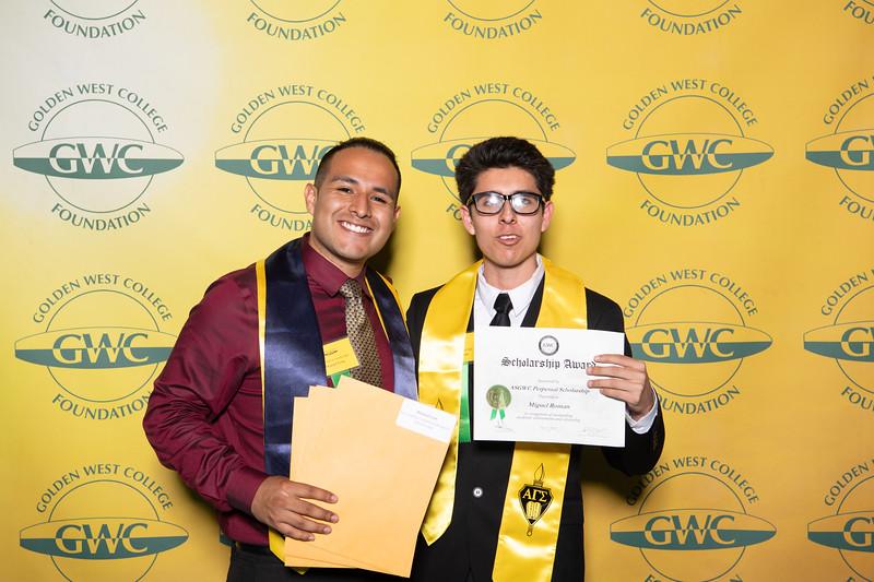 Scholarships-Awards-2019-0717.jpg
