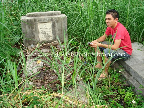 INDONESIA, Manado. Grave of Elias Van Beugen (2007)