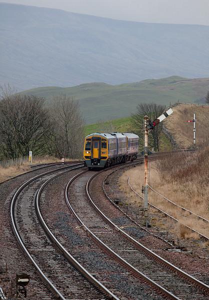 158 906 approaching Kirkby Stephen.