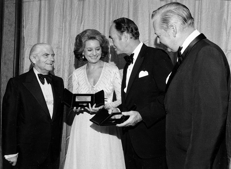 . With New York Mayor Abraham Beame to her right, NBC newswoman Barbara Walters shows off the Person of the Year Gold Key Award, presented to her by Verne S. Atwater, President of the Avenue of Americas Association, in foreground right, at New York City\'s Hilton Hotel, October 22, 1975. Canadian Minister of Energy, Mines and Resources, Alastair Gillespie, center right, was presented with the Inter-American Gold Key Award. (AP Photo/Suzanne Vlamis)