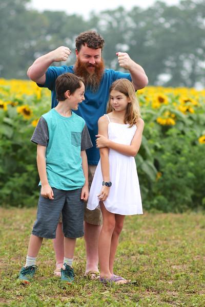 FamilySunflowers_ 156.jpg