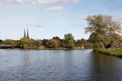 2011 10 14 mit dem Boot auf dem Elbe Luebeck Kanal