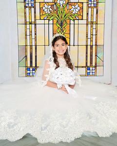 Mariella Valentina Communion 2021
