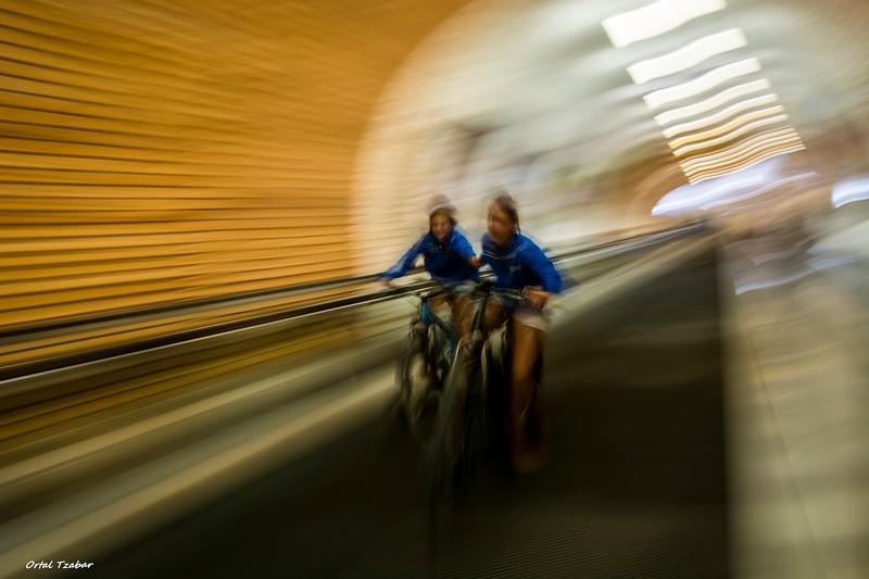 אופנים במנהרה.jpg