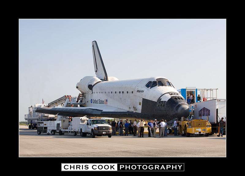 STS-135-landing-6.jpg