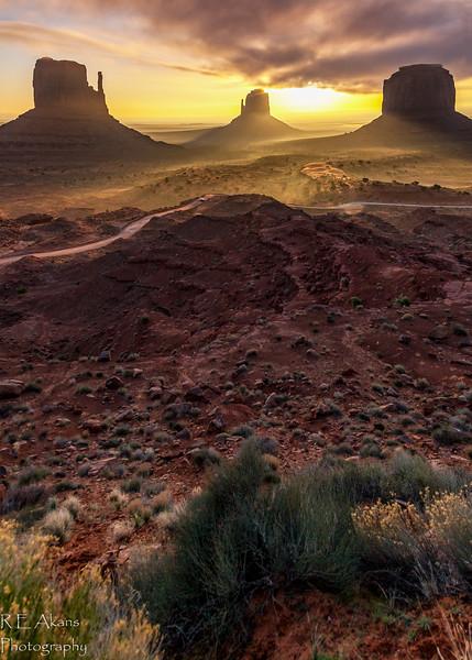 Monument Valley Sunrise 8932.jpg