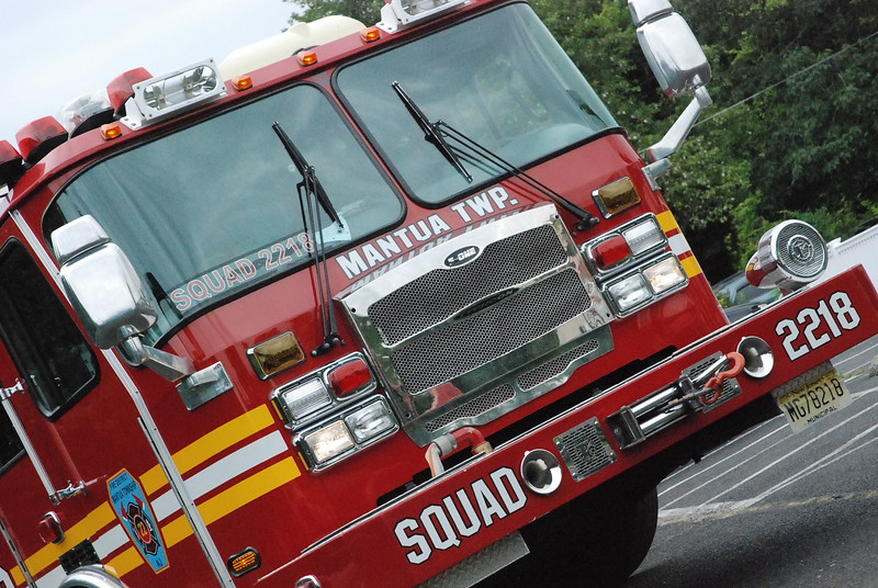 8-6-2013 (Gloucester County) MANTUA 245 Bridgeton Pike - Dippy's Ice Cream  - Motor Vehicle Crash - Vehicle Into the Building