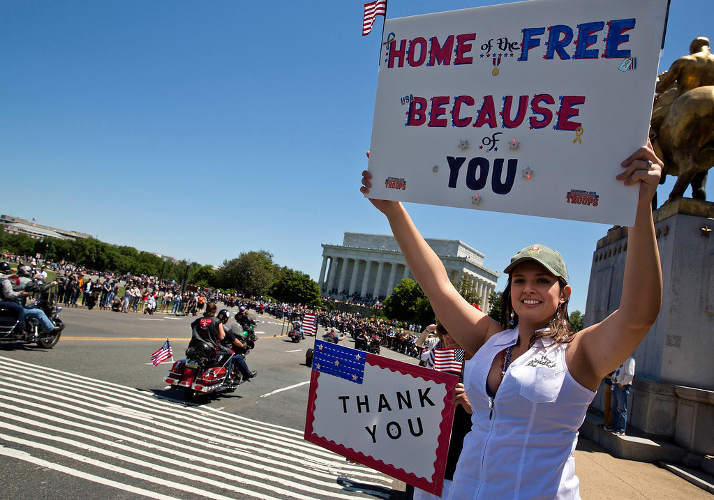 . Jen Clor of Winchester, VA, holds up a sign thanking veterans as they ride in Rolling Thunder in Washington May 26, 2013. The 26th Annual Rolling Thunder is organised to show support for veterans past and present, and those who have fallen in war or missing in action. REUTERS/Joshua Roberts