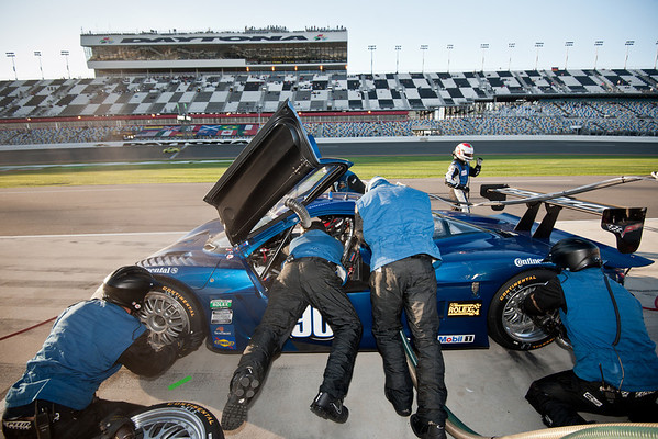 Rolex 24 2012 -90 Crew and Pits
