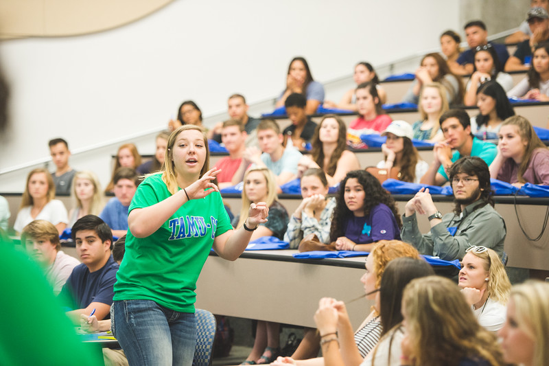 Anna Noris welcomes the future Islanders attending the new student orientation.