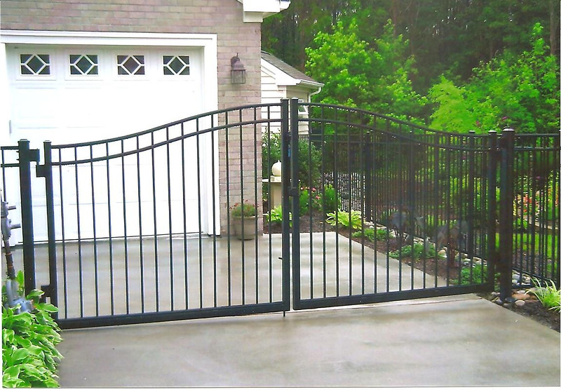 ARCHED DRIVE GATE