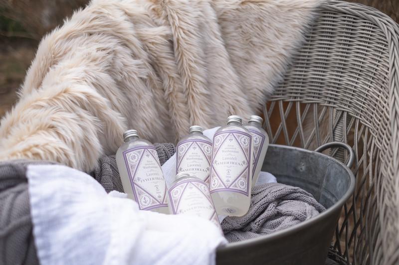 Saaren Taika wanhanajan laventeli pyykkietikka-2299.jpg