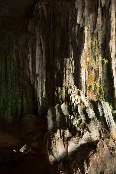Inside Hang Tiên Ông