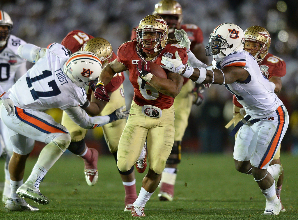 . Florida State RB Devonta Freeman breaks a long run against Auburn in the second half of the BCS national championship game at the Rose Bowl, Monday, January 6, 2014. (Photo by Michael Owen Baker/L.A. Daily News)