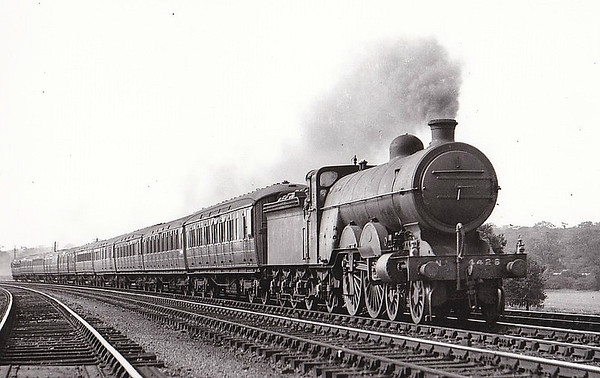 LOCOMOTIVES OF THE LONDON & NORTH EASTERN RAILWAY