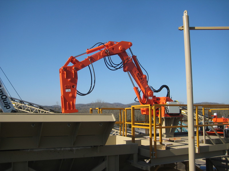 NPK B040 pedestal boom system with GH4 hydraulic hammer-breaking bridged rock in quarry (4).jpg