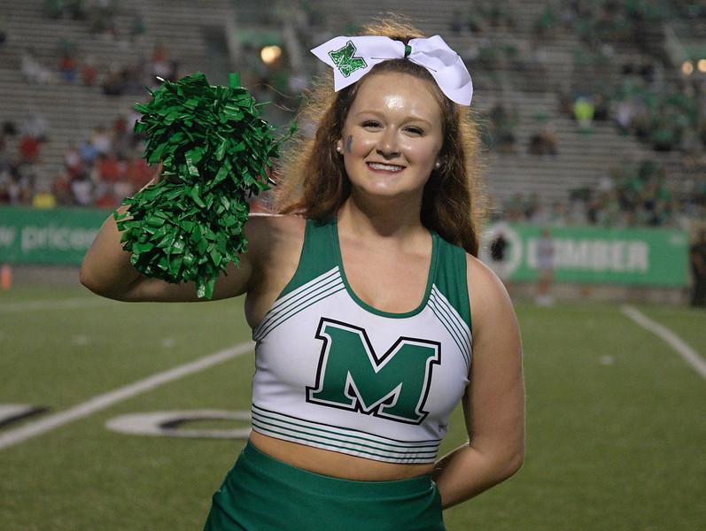 cheerleaders8933.jpg