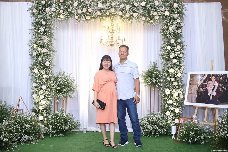 Vy-Cuong-wedding-instant-print-photo-booth-in-Bien-Hoa-Chup-hinh-lay-lien-Tiec-cuoi-tai-Bien-Hoa-WefieBox-Photobooth-Vietnam-005.jpg