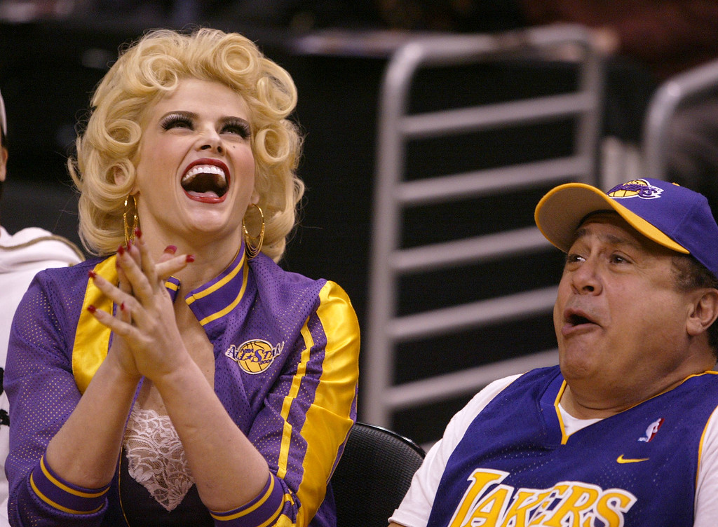 . Anna Nicole Smith, left, and Danny DeVito clown around during the Los Angeles Lakers\'s game against the Sacramento Kings in Los Angeles on Thursday, Feb. 26, 2004. (AP Photo/Chris Carlson)
