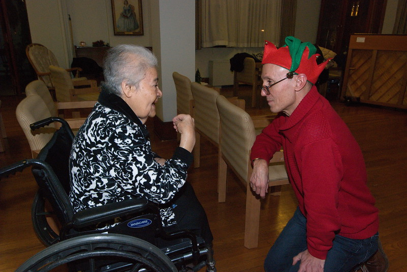 2018-12-19-Christmas-Caroling_041.jpg