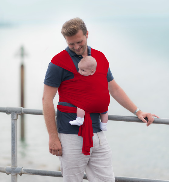 Izmi_Wrap_Lifestyle_Red_Dad_Sea_Front_Smile.jpg