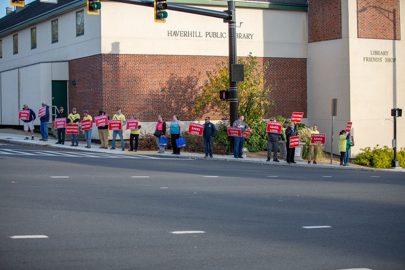 11-4-2019 Staffing Picket (41).jpg