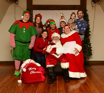 Pictures with Santa at Dry Mill Winery 12-01-19