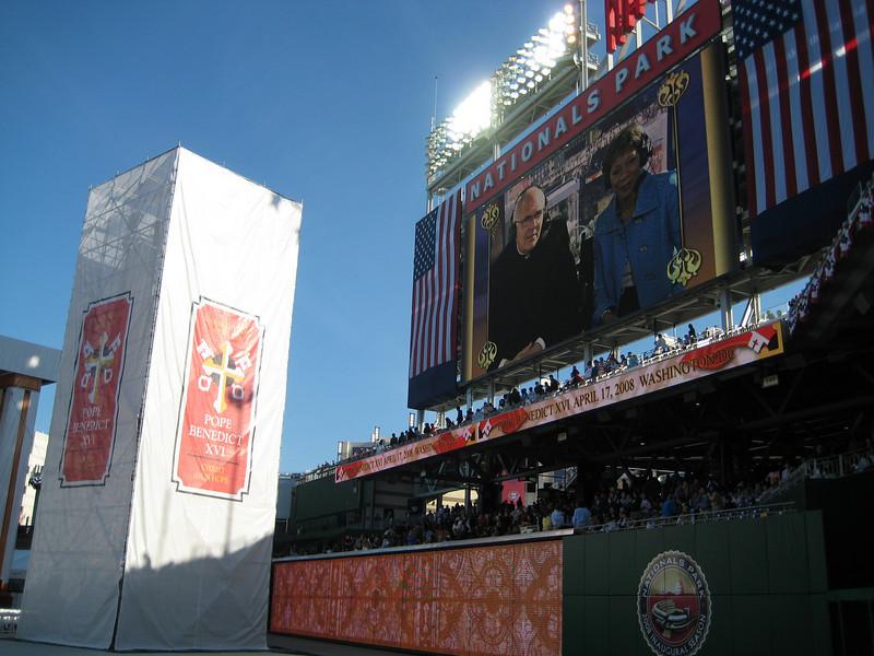 Pope Mass Nats Stadium 4-17-08 019.jpg