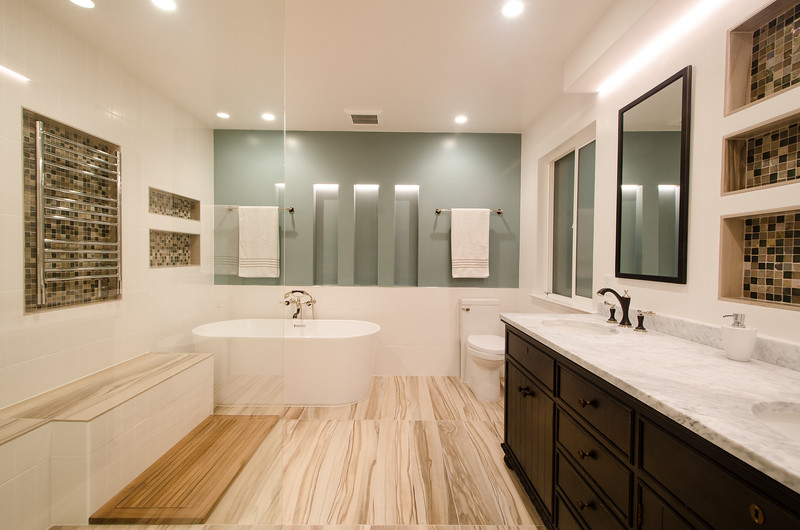 modern-glass-bathroom-001.jpg