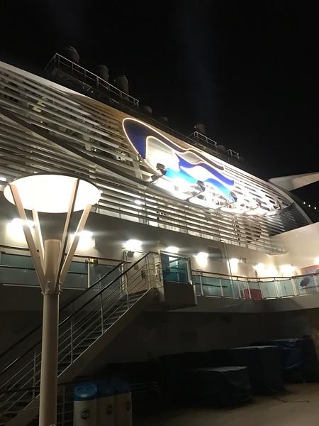 海上巡航類_夜晚的公主依舊迷人.JPG