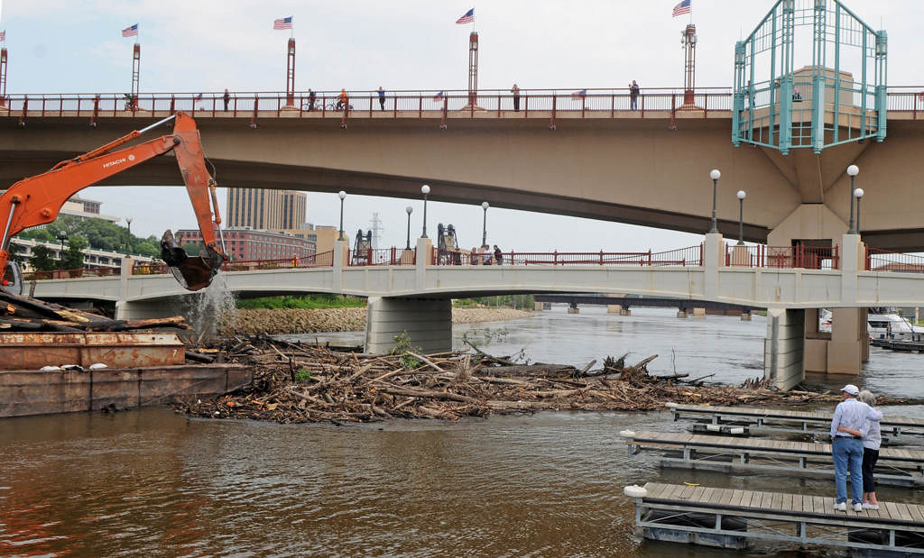 . A couple watches the logjam cleanup from a slip at the St. Paul Yacht Club in St. Paul. (Pioneer Press: Jean Pieri)