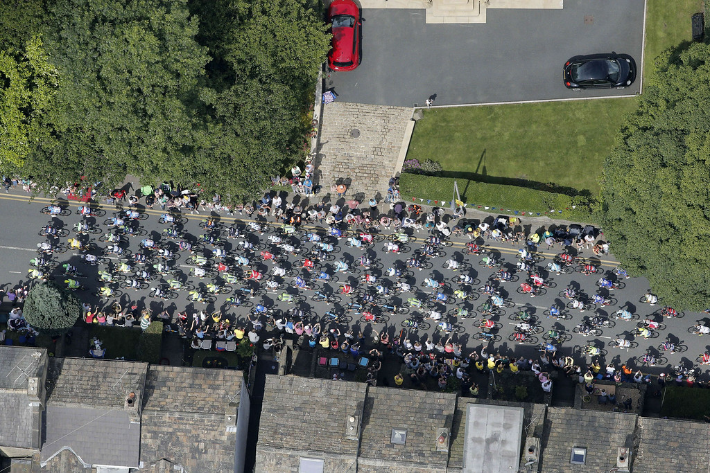 . Aerial view of the pack during the 201 km second stage of the 101st edition of the Tour de France cycling race on July 6, 2014 between York and Sheffield, northern England.  AFP PHOTO / POOL / CHRISTOPHE ENACHRISTOPHE ENA/AFP/Getty Images