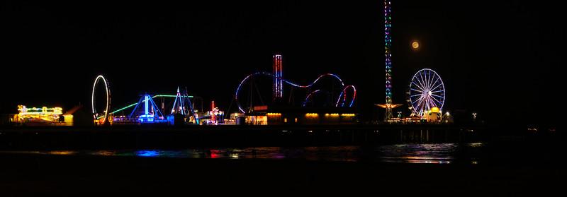 pano Paradise Pier Moonrise.jpg