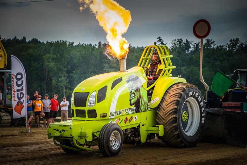 Tractor Pulling 2015 XE2-2621.jpg