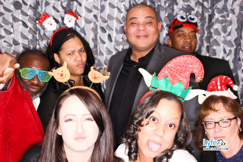 red-hawk-2017-holiday-party-beltsville-maryland-sheraton-photo-booth-0168.jpg