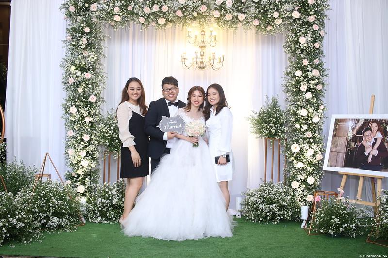 Vy-Cuong-wedding-instant-print-photo-booth-in-Bien-Hoa-Chup-hinh-lay-lien-Tiec-cuoi-tai-Bien-Hoa-WefieBox-Photobooth-Vietnam-032.jpg